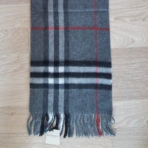 BURBERRY WOMEN`S GRAY RED SCARF NWT CASUAL
